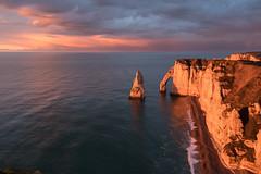 bleu et rose à Étretat, Normandie, France (boooHguy) Tags: paysages mer sea coucher étretat normandie etretat sunset