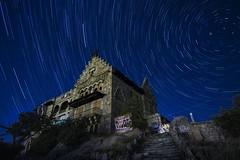 Canto del Pico, Torrelodones, Madrid (sandrafons) Tags: nikond7100 nikon noche paisaje largaexposición cielo estrellas longexposure mountain landscape night startrail stars sky house