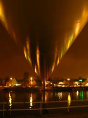 Hoeg Brugk . . . (willem_huwae) Tags: water canon maastricht brug maas wandel weerspiegeling kleur gebouwen rivier img0141 hoeg willemhuwae brugk fietsgangers