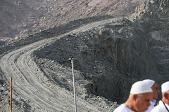 Jalan ke atas.. Jabal Tsur (laviosa) Tags: family candid haram mecca umroh 2014 mekkah jabalrahmah masjidil masjidilharam jabaltsur arminareka pullmangrandzamzam