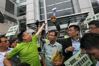 """外媒:北京提醒香港人谁才是""""老板"""""""