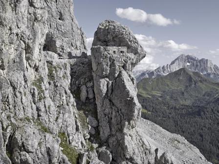 Sass De Stria Postazione austro-ungarica verso il Col di Lana e il Monte Civetta
