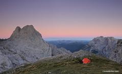 Amaneciendo en Picos de Europa (Fernando Ruiz Tom) Tags: nikon amanecer montaa len picosdeeuropa acampada castillaylen torrebermeja tiendadecampaa nikoncapturenx2 elfriero lascolladinas