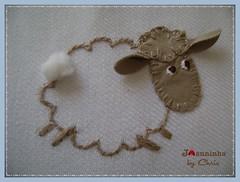 ovelhinha (Joanninha by Chris) Tags: feitoamao handmade ovelhinha enxovalmenino cueiroflanela bordado artesanato azul bege