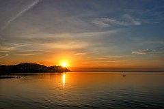Amanece en Ceuta (anyera2015) Tags: ceuta canon canon70d amanecer playa chorrillo nublado nubes hdr