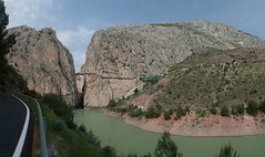 [Group 5]-Gorge and River 3-10_Gorge and River 3-24 images (Geoffrey Radcliffe /radcliffe.geoffrey@gmail.com) Tags: geoffrey radcliffe el chorro caminito del rey guadalhorce river gorge garganta de malaga lake district andalucia spain mountains panoramic scenery steep valley cliffs area outstanding natural beauty extreme walk way exciting thrilling challenging 3 hours autopano lightroom5 nikon d700