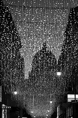 Falling stars (désign) Tags: view vienna star stars light lights licht streetlight structure stadt street city lantern chaos sky shadow schatten schwarz schwarzweiss weiss black blackandwhite white bw strasse point