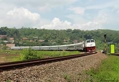 KLB KP/11491 Melintas Langsung Tiber Padalarang (Muhammad Fajar R) Tags: kereta api tikungan besar padalarang daop 2 bandung klb bank bri
