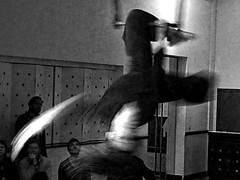 Back Home ¬ 20170422_0859 (Lieven SOETE) Tags: 2017 brussels bruxelles belgium eu sintjansmolenbeek molenbeeksaintjean art artistic kunst artistik τέχνη arte искусство social socioartistic culture cultuur kultur performance festival apresentação espetáculo feminine 女士 weiblich féminine femminile mulheres девушка девушки body corpo cuerpo corps körper dancer danseuse tänzerin balerina ballerina bailarina ballerine danzatrice dançarina lady woman female vrouw frau femme mujer mulher donna жена γυναίκα женщина краснодар krasnodar acrobatic cirque circus circo
