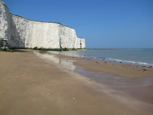 Saturday, 8th, White Cliffs in Kingsgate Bay IMG_5370