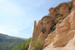 verticalità (Roberto Tarantino EXPLORE THE MOUNTAINS!) Tags: lame rosse lamerosse monti sibillini marche canyon montagna nuvole cielo primavera fiastra diga