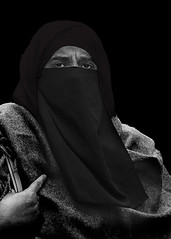 Portrait (hidden) (D80_472909) (Itzick) Tags: denmark copenhagen blackbackground streetphotography woman niqab candid