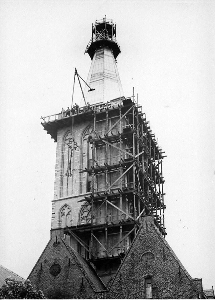 jacobi-toren in de steigers