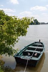 Seule... (DavidB1977) Tags: france nikon lac iledefrance barque 18105 valdoise d90 enghienlesbains
