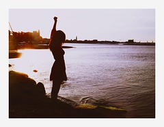 Olta (L'instant c'est moi) Tags: ocean sunset girl seaside peaceful reddress wander