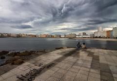 Hasta las estrellas... (Emilio Rodríguez Álvarez) Tags: iso100 mar coruña pareja retrato tokina nubes f8 大自然 景觀 playariazor tokina1116 granangular11mm