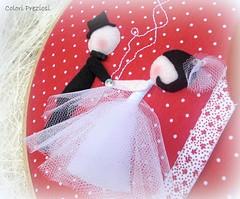 Viva gli sposi (Colori Preziosi) Tags: wedding red hearts foto photos felt coraes fabric feltro cuori rosso pois sposi tecido stoffa cuoricini quadretto matromonio pannolenci enfeitedeporta portaritratti quadrinhobastidor quadrettoaltelaio vermehio