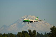 Eva Air Boeing 747-45E (cmnphoto) Tags: seattle eva mt air mount rainier boeing seatac 747 ksea