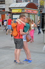 DSC_5481 copia (Cazador de imgenes) Tags: madrid street 2 summer two espaa woman love sol girl female donna mujer spain puerta nikon kiss couple chica pareja candid pair centro streetphotography kisses lovers dos verano streetphoto espagne beso spanien spagna spanje besos ragazza spania 2014  spange d7000