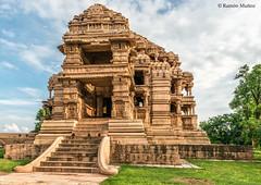 DSC5074 Templo Sas-Bahu (grande), 1093, Fuerte de Gwalior (Ramón Muñoz - ARTE) Tags: india gwalior fort fuerte fortaleza palacio templo hindú sas bahu vishnu