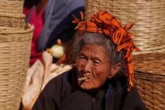 Kalaw - le marché 19 (luco*) Tags: myanmar birmanie burma kalaw marché market five days femme woman vieille old seller marchande flickraward flickraward5 flickrawardgallery