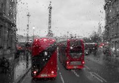 Trafalgar square (Sisqu Tena) Tags: london londres bus city ciutat desaturated urban fuji xt2