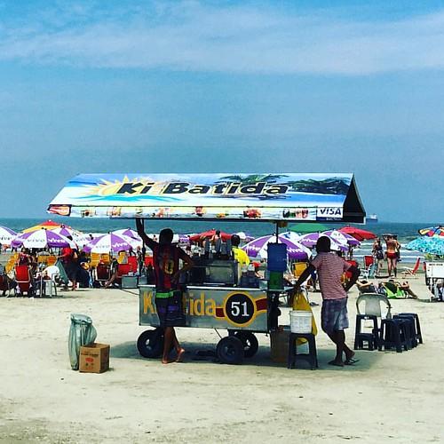 Batidas na praia 🌊 #praia #beach #batida #drinks #santos #saopaulo