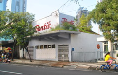 Toko Tjantik (Everyone Sinks Starco (using album)) Tags: surabaya eastjava jawatimur building gedung architecture arsitektur toko shop
