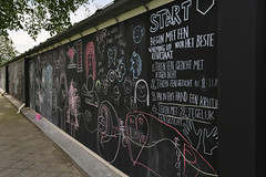 Start... (Elly Snel) Tags: blackboard chalk schoolbord krijt drawings tekeningen museumarnhem ansh scavenger19