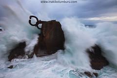 THE COMB (Obikani) Tags: sansebastian donosti gipuzkoa euskadi basquecountry turismo peinedelosvientos haizearenorrazia wave water fuerza strength ola olatua amanecer alavavision