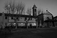Piazzetta Tornavento (parolinfederico) Tags: a58 alberi varese sony sigma sonya58 sigma1020 ticino tornavento tramonto italia bianconero blackandwhite parcodelticino paesaggio panorama lombardia lights piazzetta