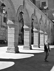 (MaríaXe) Tags: bn city ciudad españa ávila luz sombras medieval arcos spain light shadow