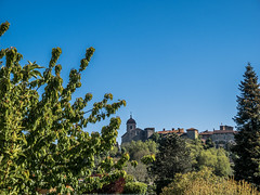 The city of Pérouges (Lanceflot) Tags: perouges france ain rhônealpes castle city landscape cityscape tree countryside country paved wall fortified sky blue knight middleage