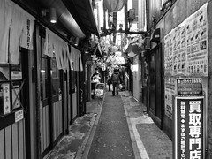 2017年4月4日 (atmo1966) Tags: shinjuku digitalphotography blackandwhite canon canonpowershots90 tokyo