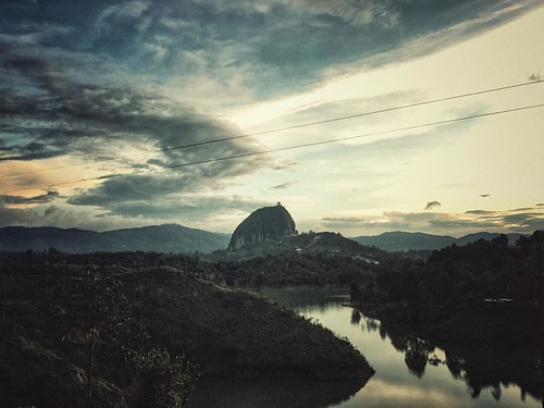 Foto 0001080  Shooting...día 3 - Guatape  #iphone6s #Photographer #photo #photography #photooftheday #shooting #instagram #stone #lighting #sun #art #landscape #sunset #landscapephotography