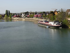 La Marne, vue du pont (Jeanne Menjoulet) Tags: brysurmarne marne rivière river bateau boat péniche