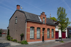 Rijen - Pastoor Gillisstraat 8 (grotevriendelijkereus) Tags: rijen netherlands holland nederland noord brabant town village dorp building gebouw architecture architectuur house huis