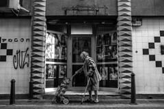 (Levan Kakabadze) Tags: valencia streetphotography women woman blackandwhite calle españa vlc