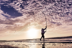 _DSC6652 (maxilopezfoto) Tags: maxi lopez playa beach fisher pescador cielo sky nubes clouds horizon sea sigma 1835 18