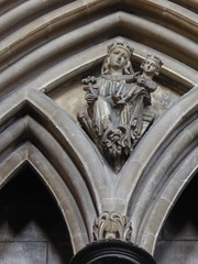 Virgin & Child (Aidan McRae Thomson) Tags: worcester cathedral worcestershire medieval carving restored