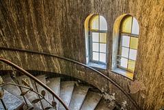 Wandfarbe (GU-JO) Tags: deutschland eisenach fenster hotelfürstenhof thüringen treppe wendeltreppe