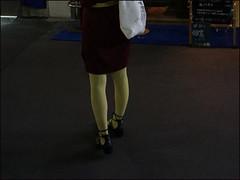 Tokyo - Meguro (Christian Lagat) Tags: japon japan 日本 tokyo 東京 meguro femme woman jambes legs chaussures shoes rue strret sac bag nuit night
