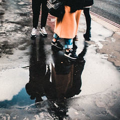 Puddle's style 3 (xavi_julia) Tags: london streetphotography olympus canon 24mm f28 grain vintage
