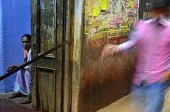 Duo.   Varanasi (Claire Pismont) Tags: voyage street blue woman india color colour rain colorful asia varanasi asie couleur inde streetshot uttarpradesh pismont clairepismont