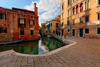Venice : Rio de S. Pantalon / Campo de Castelforte