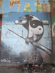 IMG_3908 (Mud Boy) Tags: españa streetart river graffiti sevilla spain guadalquivir mural europe seville andalusia yinyang raven yinandyang 阴阳 陰陽 yīnyáng canaldealfonsoxiii estacióndeautobusesplazadearmas estacionesdeautobuses iberianpeninsulainsouthwesterneurope plazadearmasestacióndeautobusessevilla autobusesplazadearmas puentedelcristodelaexpiración41001sevillaspain spanningtheriverguadalquivirandrepresentsthenaturaloutletofthecitytothealcorandtheprovinceofhuelvawasbuiltin1991 puentecristoexpiracion puentedelcristodelaexpiraciónsevilla urbanbridgeinthecityofsevilla meandrodesanjerónimo