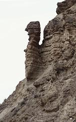 Vigilia. (elojeador) Tags: desierto monte roca ocre piedra marga desiertodetabernas arcilla caliza viga elojeador mirandolaspiedrasrodar