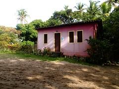 """Les maisons sont toutes plus colorées les unes que les autres • <a style=""""font-size:0.8em;"""" href=""""http://www.flickr.com/photos/113766675@N07/14532359776/"""" target=""""_blank"""">View on Flickr</a>"""