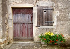 Coeur sur le volet (MAPNANCY) Tags: fleurs couleurs coeur porte fenêtre bois therubyawardsinvitation