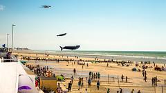 Les baleines volantes ... (liryc30) Tags: blue sky people kite beach water vent sand nikon eau wind sable sigma bleu ciel plage manche hoya berck cerfvolant baleine nikond3200 18200mm polarisant d3200